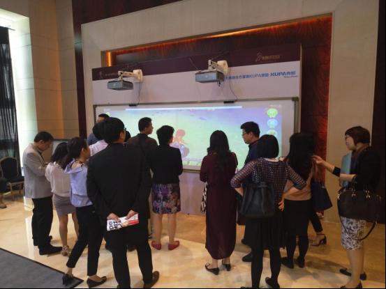 KUPA作为国际领先的原创方案设计公司和达晨创投领投的优秀企业,在峰会现场为投资大佬们展示了其先进的投影大屏融合综合解决方案。